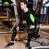 L'usura di addestramento di compressione degli uomini mette in mostra il vestito
