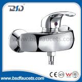 Латунной Faucet раковины кухни ванной комнаты ручки крома одиночной установленный стеной