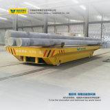 Le bobine dell'acciaio del veicolo di trasporto dei prodotti metalliferi hanno caricato il carrello
