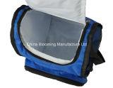 Голубым мешок плеча пикника охладителя холодным изолированный обедом