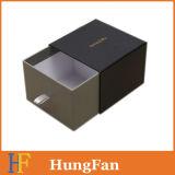 Многократная цепь наслаивает коробку ящика картона бумажную упаковывая