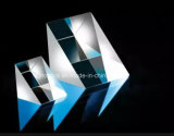 per il prisma triangolare di vetro ottico di rifrazione e di riflessione