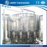 Haustier-u. Glasflaschen-Saft-Bier, das füllenden mit einer Kappe bedeckenden Produktionszweig ausspült