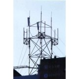 屋上の有線通信タワー