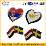 Insignia del Pin del metal de la bandera nacional de la forma del corazón, insignia suave de encargo de la solapa del esmalte
