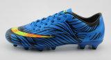 Sapatas ao ar livre do futebol com as sapatas do futebol de TPU