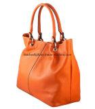 La borsa di cuoio arancione alla moda di ultimo modo