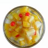 新鮮な果物が付いている缶詰のフルーツのカクテル(熱帯)