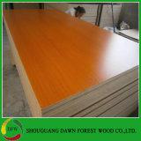 Muebles de madera de color sólido y de contrachapado de grado