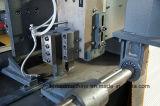 De Plaat CNC die van het blad Machine CNC inlast die Machine inkerft