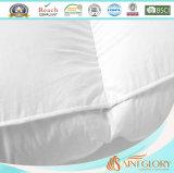 ホテルのケワタガモの綿毛の羽およびマットレスの上層のベッド