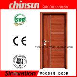 Hölzerne Tür mit angestrichenem festem Holz