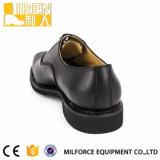 完全なグレーンレザーの黒のオフィスの靴