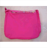 Saco de escola cor-de-rosa do mensageiro das meninas