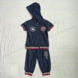 スクエア6237フードが付いている子供の衣服の普及した男の子のスポーツのスーツの摩耗