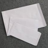 Envases de papel sobre papel blanco normal los sobres para la entrega