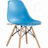 食堂の木足のプラスチック屋外の椅子