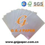 Foto y papel de trazo translúcidos naturales en el embalaje de la paleta