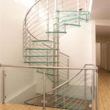 Modernes Aussehen-hölzernes gewundenes Stahltreppenhaus verwendet im Landhaus