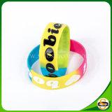 Segmentierter Technik-SilikonWristband mit kundenspezifischem Firmenzeichen