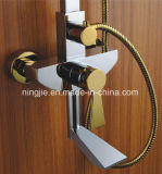 Jogo de bronze do chuveiro do banheiro novo do projeto