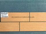 Azulejo de suelo de madera vendedor caliente del material de construcción de China