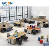 4명의 사람 작은 사무실 칸막이실을%s 현대 사무실 워크 스테이션 책상