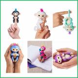 La novedad juega los pececillos del mono del dedo del unicornio de Gigi
