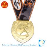 締縄が付いている記念品賞のスポーツのサッカーまたはフットボールの金メダル