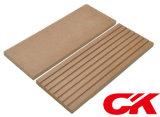 Decking composto plástico de madeira do revestimento contínuo Eco-Friendly de /Engineered WPC do assoalho