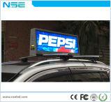 전시를 광고하는 옥외 전문가 P5 택시 상단 LED