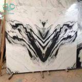 La pietra di marmo bianca copre di tegoli le lastre