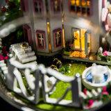 Dollhouse de madeira diminuto do brinquedo dos miúdos do ofício DIY com luz