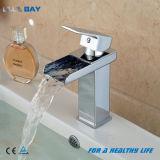 Bacia de montagem em bastidor de latão cromado Hot&torneira de água fria