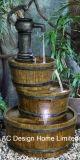 旧式なWisky Berral Polyresinの屋外の庭水噴水W/LEDライト