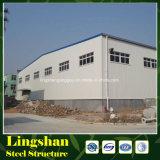 El edificio del almacén planea la estructura de acero