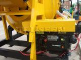 2人の袋詰め作業者のディーゼル移動式具体的なミキサー