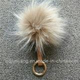 アライグマの毛皮のそうかわいいアクセサリのポンポンKeychain