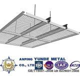 拡大された金属の網の天井によって拡大される金属