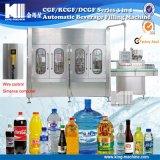 Getränk beenden, die abfüllen und das Wasser und Verpackungsfließbänder