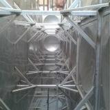 ステンレス鋼のパネルが付いている水漕