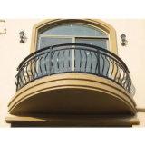 別荘台地のベランダの望楼の金属の錬鉄のバルコニーの手すりの手すり