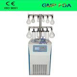 La congelación de laboratorio de pelo/Lyophilizer con calefacción estante para un secado rápido.