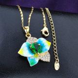 方法宝石類のイエロー・ゴールドの鎖の花のエナメルの水晶吊り下げ式のネックレス