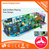 Laberinto de interior del castillo suave del patio de los niños