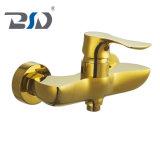 Tall Golden robinet du lavabo