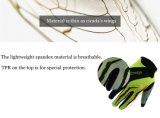O dedo cheio de ciclagem ostenta o gel da luva da bicicleta da bicicleta que acolchoa a luva respirável