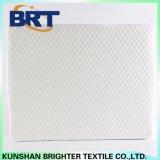 白い格子縞の空気層の防水ベッドの布