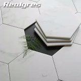 Het Bouwmateriaal imiteert Hexagon Vloer van het Decor van het Huis van Carrara en Tegel van de Muur