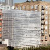 방수에게 건물 덮개 시트를 깔기